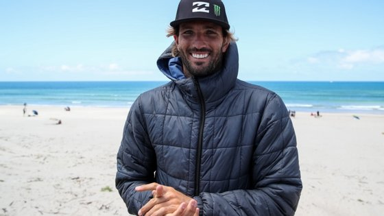 O surfista de Cascais bateu Filipe Jervis com uma pontuação total de 17,15 pontos (em 20 possíveis)