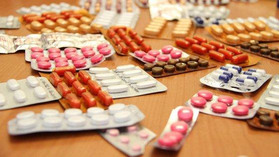 Entre janeiro e abril de 2020, a despesa com medicamentos nos hospitais do SNS foi de 460,2 milhões de euros, mais 16,4 milhões de euros do que o período homólogo