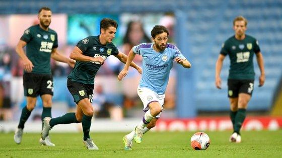 Bernardo Silva atirou ao lado na primeira oportunidade do jogo mas assistiu Mahrez e David Silva em nova goleada do Manchester City