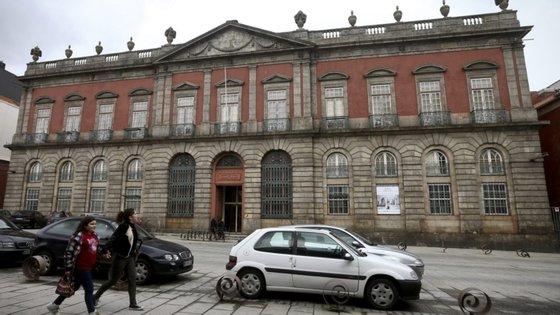 Ana Mântua esteve também ligada, como técnica superior, a instituições como Mosteiro dos Jerónimos/Torre de Belém e Museu Nacional do Azulejo.