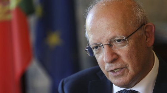 """""""A prioridade principal da presidência alemã"""", que """"é uma prioridade imediata"""", é, """"em julho, procurar fechar o acordo sobre o novo Quadro Financeiro Plurianual, o orçamento da UE para os próximos sete anos, e também sobre o programa Nova Geração"""", explicou Augusto Santos Silva"""
