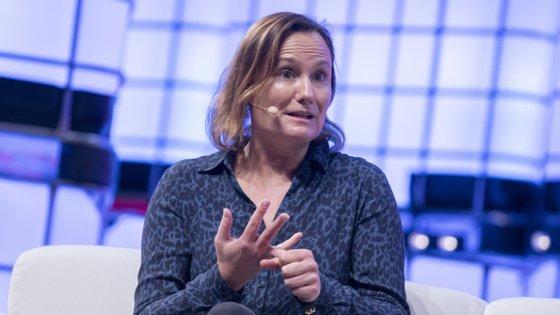 Gillian Tans, presidente do conselho de administração da Booking. Em 2019 foi uma das oradoras da Web Summit
