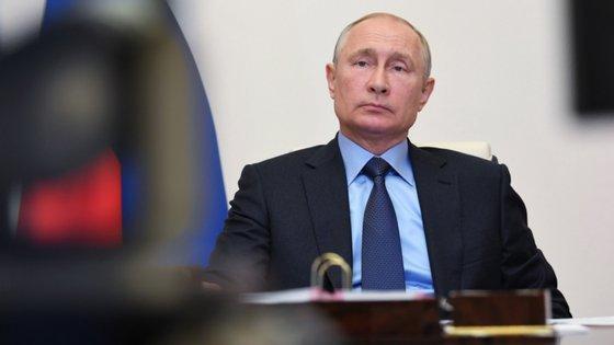 """""""Estamos abertos ao diálogo e à cooperação nas questões mais atuais da agenda internacional, como a criação de um sistema de segurança comum e confiável"""", disse Vladimir Putin"""