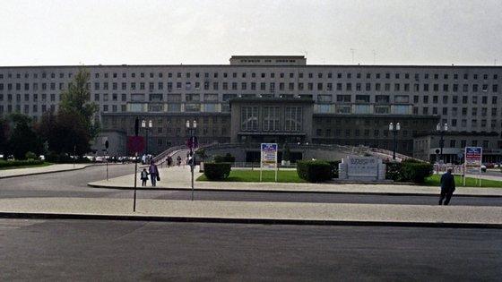 Uma delegação do Sindicato dos Enfermeiros Portugueses concentrou-se esta quarta-feira em frente ao Hospital de Santa Maria