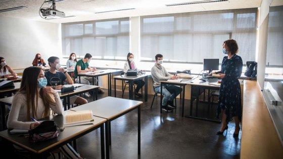 A segunda fase dos exames nacionais só se realiza entre 1 e 7 de setembro, terminando uma semana antes do início das aulas