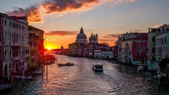 Devido ao impacto da pandemia da Covid-19, os festivais de teatro e de dança da Bienal de Veneza, previstos para junho e julho, tiveram de ser adiados