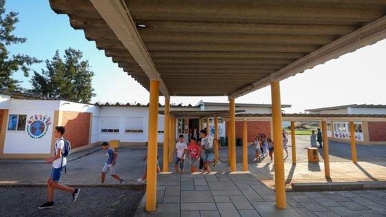 """O coordenador do Movimento Escolas Sem Amianto diz ter muitas dúvidas sobre se o valor envolvido será suficiente, """"tendo em conta o número de escolas e o estado de degradação de algumas"""""""