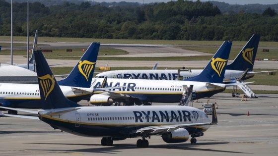 """Em causa está uma """"queixa contra a Alitalia, Air Dolomiti, Neos, Blue Panorama Airlines e Lufthansa"""""""