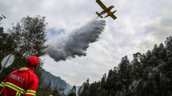 Em risco máximo de incêndio estão os concelhos de Alcoutim, Tavira e Castro Marim (Faro) e Torre de Moncorvo (Bragança).