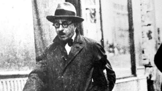 Apesar de Fernando Pessoa ter ficado para a posteridade como poeta e se ter afirmado como tal, a maior parte do seu espólio está em prosa