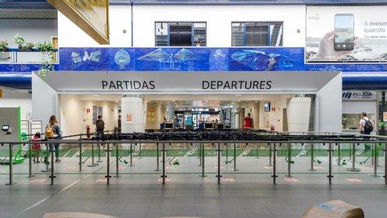 Novos horários contemplam um reforço de voos diários de e para a ilha