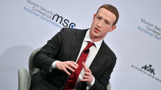 O líder do Facebook, Mark Zuckerberg, anunciou as mudanças num vídeo surpresa esta sexta-feira