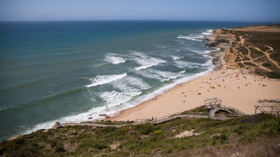 O alerta foi recebido através do Centro de Coordenação de Busca e Salvamento Marítimo de Lisboa às 09h10