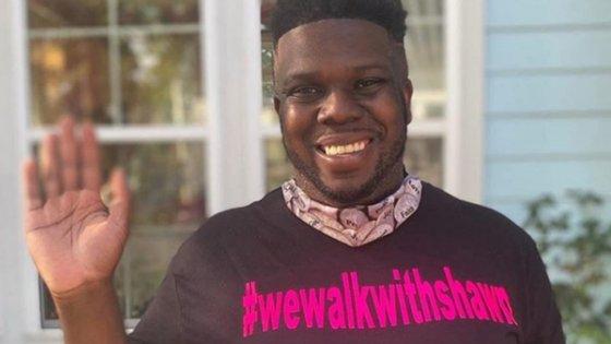 Em quatro passeios pelo bairro, Shawn Dromgoole caminhou com cerca de 300 pessoas a seu lado todos os dias