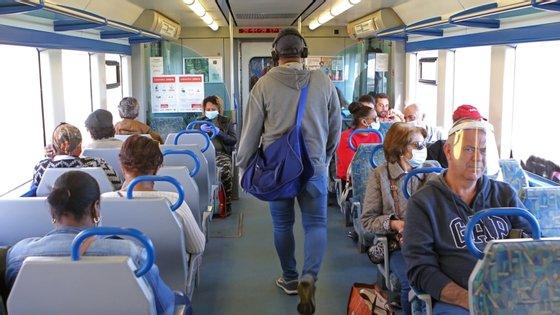 Pedro Nuno Santos garantiu que não há sobrelotação nos comboios da área metropolitana de Lisboa