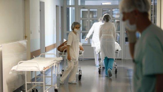 Ao todo já foram transferidas 15 pessoas, que o hospital garante que estão estáveis