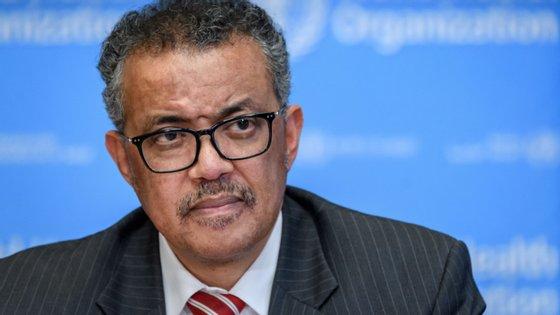 """""""A realidade é que isto ainda está longe de acabar"""", disse o diretor-geral da Organização Mundial da Saúde"""