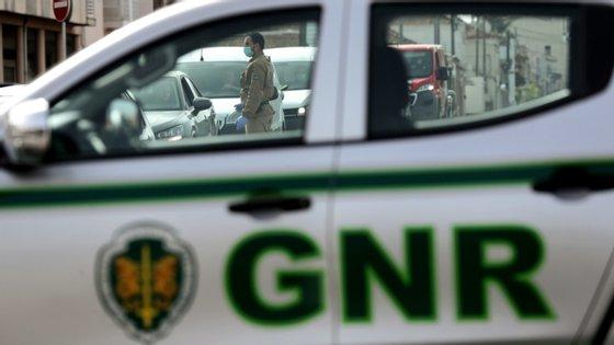 A GNR ordenou o fim da festa por causa das regras definidas e previstas para o combate à pandemia de Covid-19