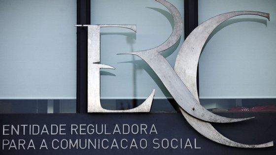 """A ERC disse em comunicado """"que tinha recebido exposições de alguns órgãos de comunicação social locais identificando restrições ao acesso à informação no contexto da pandemia de Covid-19"""""""