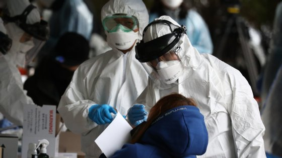 Nas últimas 24 horas, 2.969 novas mortes e 144.004 novos casos ocorreram em todo o mundo