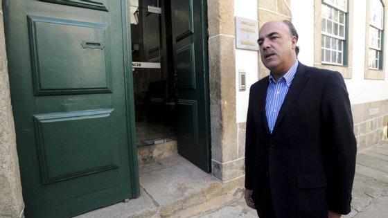 Miguel Costa Gomes esteve em prisão domiciliária durante cerca de quatro meses, com pulseira eletrónica, indiciado dos crimes de corrupção passiva e de prevaricação.