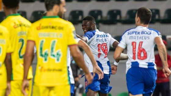 O central congolês fez o quarto golo esta temporada