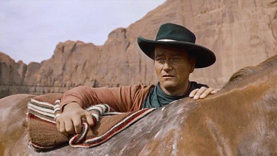 """Na entrevista, John Wayne afirmou acreditar na """"supremacia branca"""", criticando filmes """"pervertidos"""" com cenas homossexuais e fazendo afirmações contra afro-americanos"""