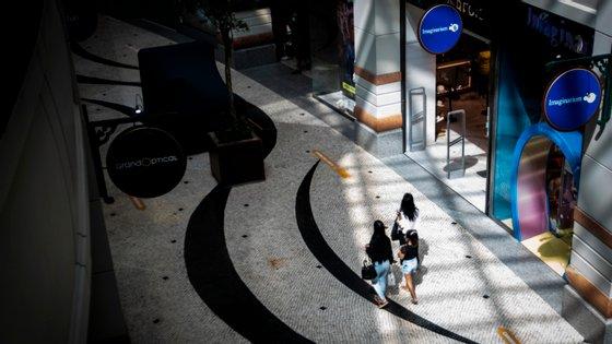 Lisboa tem sido o distrito com perdas mais acentuadas, com os lojistas a reportarem quedas de 40,1% na primeira semana de reabertura, face ao período homólogo, e quedas de 44,5% na semana passada