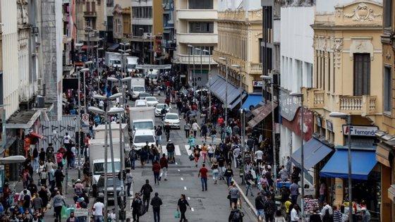 12,7 milhões de pessoas estão desempregadas no Brasil, um dos países mais afetados pela pandemia no mundo.