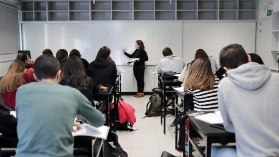 CNPDPCJ identificou cerca de 800 crianças, através de uma ficha criada especificamente para o efeito e entregue aos professores, como estando numa situação de perigo que aconselhava a que tivessem aulas presenciais para garantir a sua proteção e os seus direitos