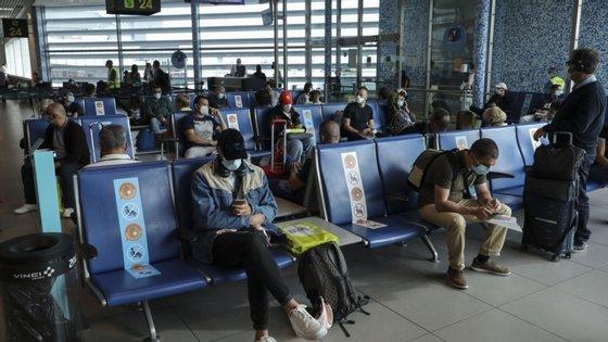 Miguel Guimarães apontou para o facto de os aeroportos dos arquipélagos dos Açores e da Madeira já terem medidas mais restritivas em relação aos aeroportos do continente