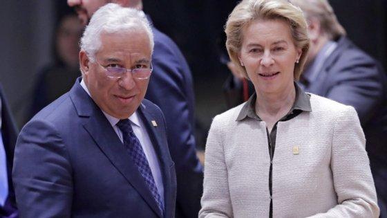 O primeiro-ministro português, António Costa, com a presidente da Comissão Europeia, Ursula von der Leyen