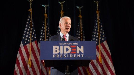 """""""Vou seguir as instruções dos médicos. E isso significa que não vou organizar comícios"""", anunciou Joe Biden"""