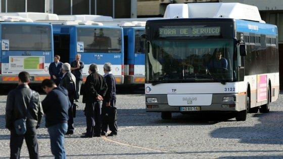 A greve dos motoristas da STCP começou à meia noite desta terça-feira e termina às 2h de quarta-feira