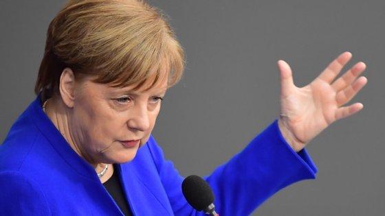 A chanceler alemã, Angela Merkel, assumiu como grande prioridade da presidência alemã reativar a economia europeia
