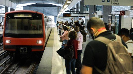 """O presidente da AMT afirma que sobrelotação dos transportes se deve à """"avalanche"""" de utilizadores"""