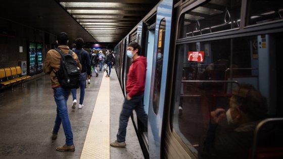 """A central sindical considera ainda que se deve apostar no """"desdobramento do transporte ferroviário com o modo rodoviário, nomeadamente na linha de Sintra, onde se verificam altas taxas de ocupação"""""""