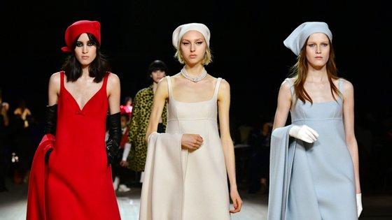 Em junho e julho, as semanas de moda masculina e de alta-costura decorrem em formato digital. Em setembro, há organizações que querem retomar os desfiles
