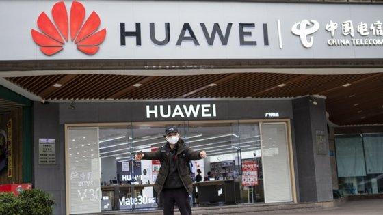 A medida impede de vez que empresas norte-americanas possam utilizar fundo do país para comprar equipamentos às tecnológicas chinesas