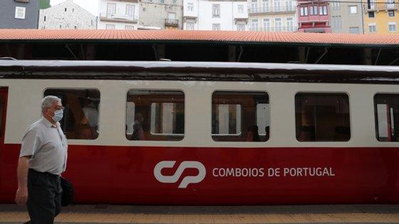 De acordo com o ministro Pedro Nuno Santos, dos dois mil trabalhadores da CP cujo local de trabalho é o comboio, só houve até agora três infetados com Covid-19