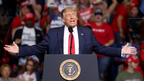 """""""Demasiado e Nunca Suficiente: Como a Minha Família Criou o Homem Mais Perigoso do Mundo"""", o livro, de Mary L. Trump, sobrinha do Presidente norte-americano, tem publicação prevista para 28 de julho"""