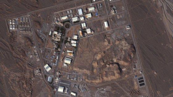 Imagem satélite, recolhida em 2013, da central nuclear de Natanz, no Irão