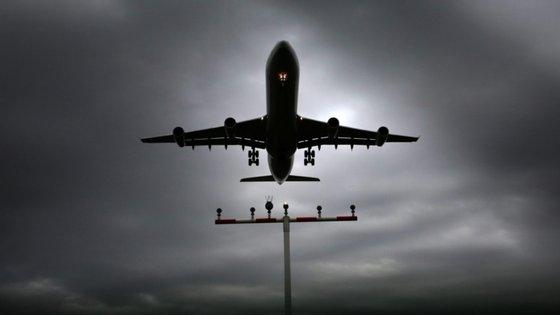 """Um dos problemas que demora a retoma das ligações está relacionado com a questão do trânsito em Singapura, com as autoridades aeroportuárias a criarem um """"corredor de trânsito"""""""