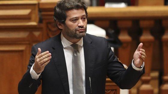 """""""Rui Rio mostra ser o melhor amigo, o garçom de serviço de António Costa"""", criticou André Ventura"""