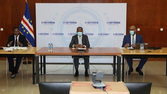 O governo cabo-verdiano estimava para 2020, no Orçamento em vigor, um PIB de 211.095 milhões de escudos (1.905 milhões de euros)