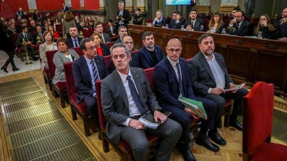 Os políticos catalães diretamente envolvidos na realização do referendo de 1 de outubro de 2017 foram condenados a penas até aos 13 anos pelos crimes de sedição e desvio de fundos