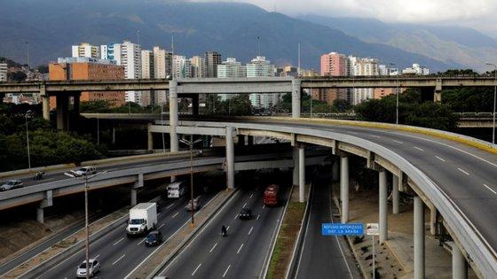 """A população venezuelana """"continua a sofrer graves violações dos seus direitos económicos e sociais devido aos baixos salários e preços altos dos alimentos"""""""