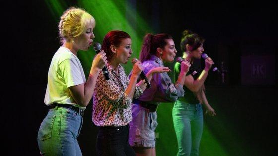 O filme é protagonizado por quatro jovens atrizes: Bárbara Branco, Carolina Carvalho, Lia Carvalho e Ana Marta Ferreira