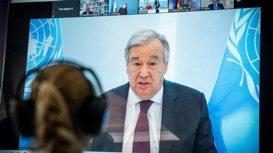 """""""Os processos de paz frágeis podem descarrilar por causa da crise, sobretudo se a comunidade internacional estiver distraída"""", frisou António Guterres"""