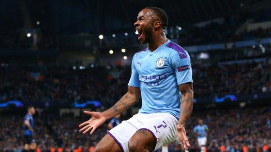 Sterling ganhou um penálti, marcou o segundo golo e esteve ainda no autogolo de Oxalde-Chamberlain na goleada do City ao Liverpool